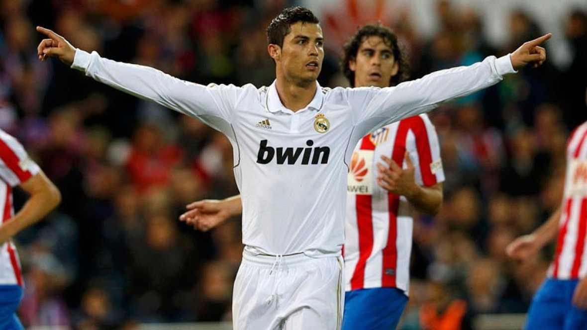 Cristiano Ronaldo fue sin discusión el hombre del partido. El portugués acertó con su estrategia preferida. Ese disparo duro y seco que imprime al balón un efecto especial que desorienta a los porteros y con el que ayer logró dos de sus tres tantos.