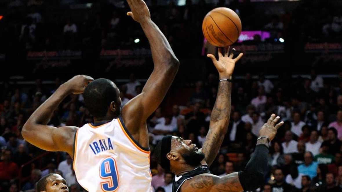 El rey de los tapones en la NBA se llama Serge Ibaka. Con tan solo 22 años ya suma 206 en lo que llevamos de temporada y supera por uno los 500 en su carrera en la NBA. Su promedio, 3,6 tapones por partido. Solo el legendario Manute Bol le supera.