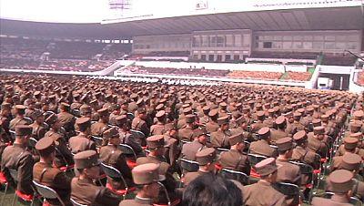 Multitudinario acto en la capital de Corea del Norte para aclamar a Kim Jong-un