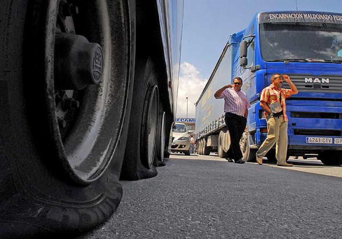 La reunión del Comité Nacional del Transporte por Carretera, en la que participan representantes del Ministerio de Fomento y de organizaciones patronales del sector, se han prolongado durante todo el día.