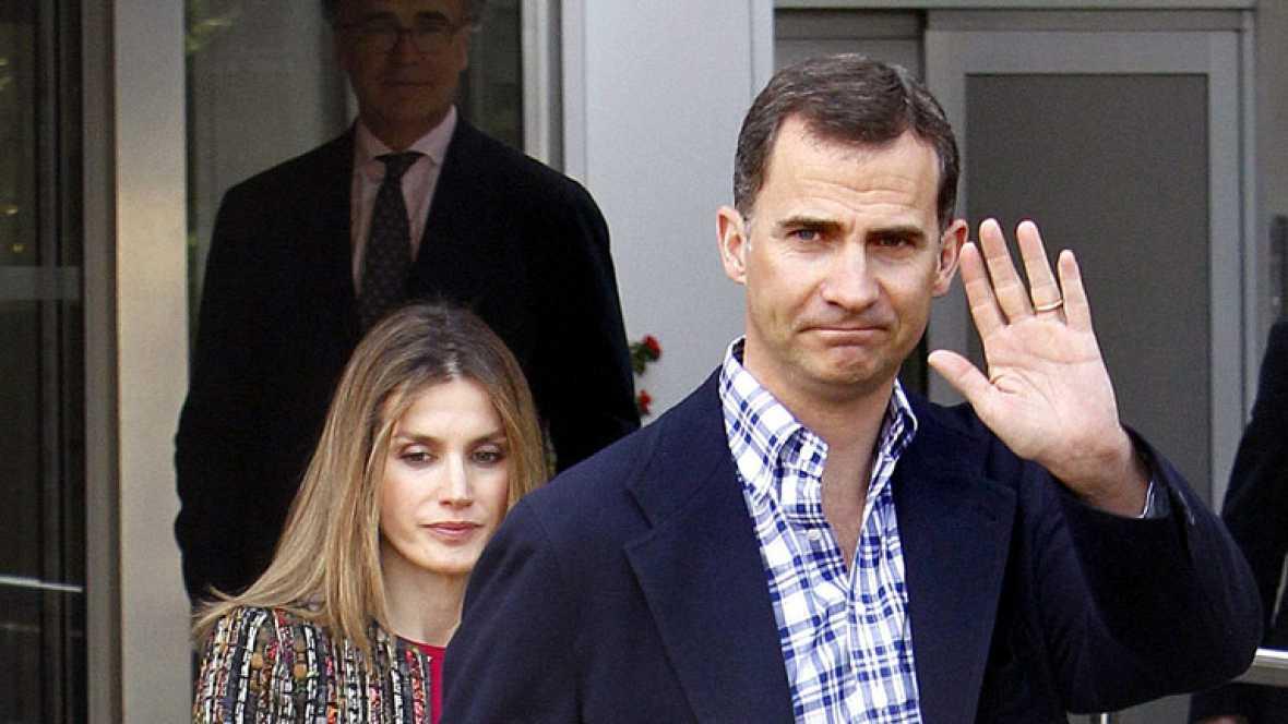 Los príncipes de Asturias visitan al Rey
