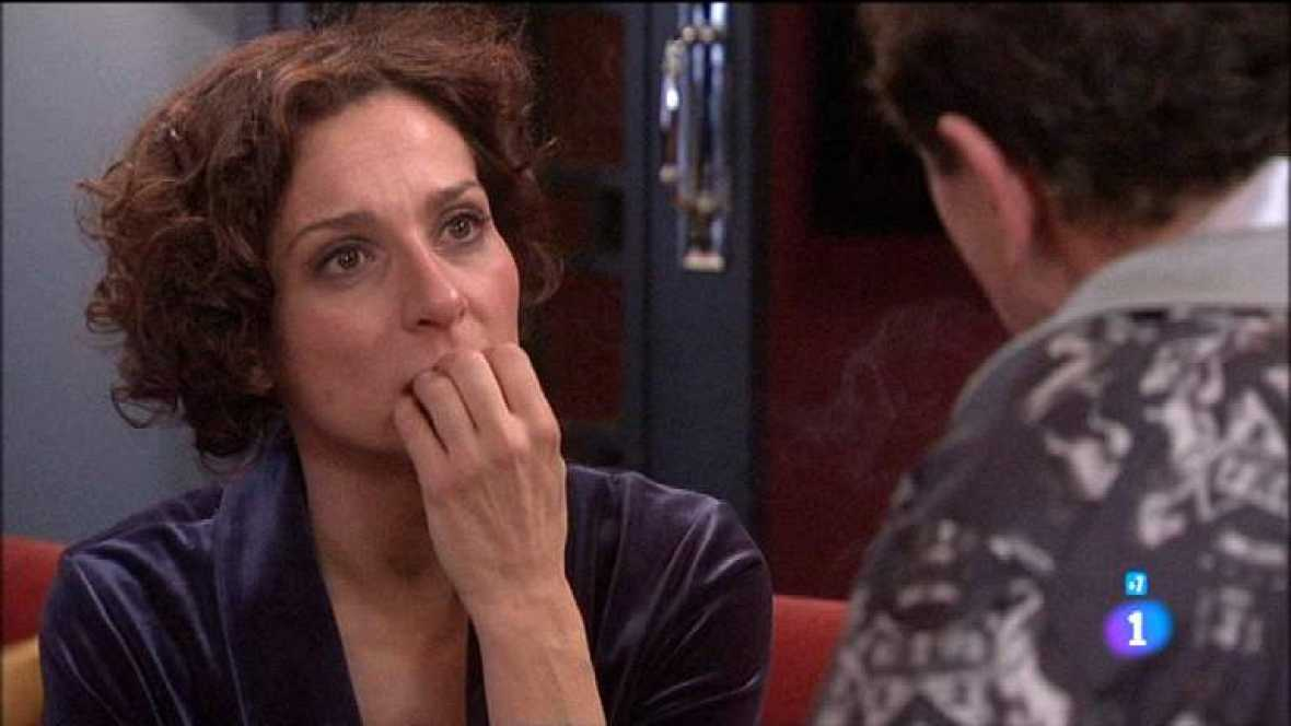 Amar en tiempos revueltos - T7 - Capítulo 157 - Angélica está muy nerviosa por todo lo ocurrido con Rocío y con sus premoniciones - Ver ahora