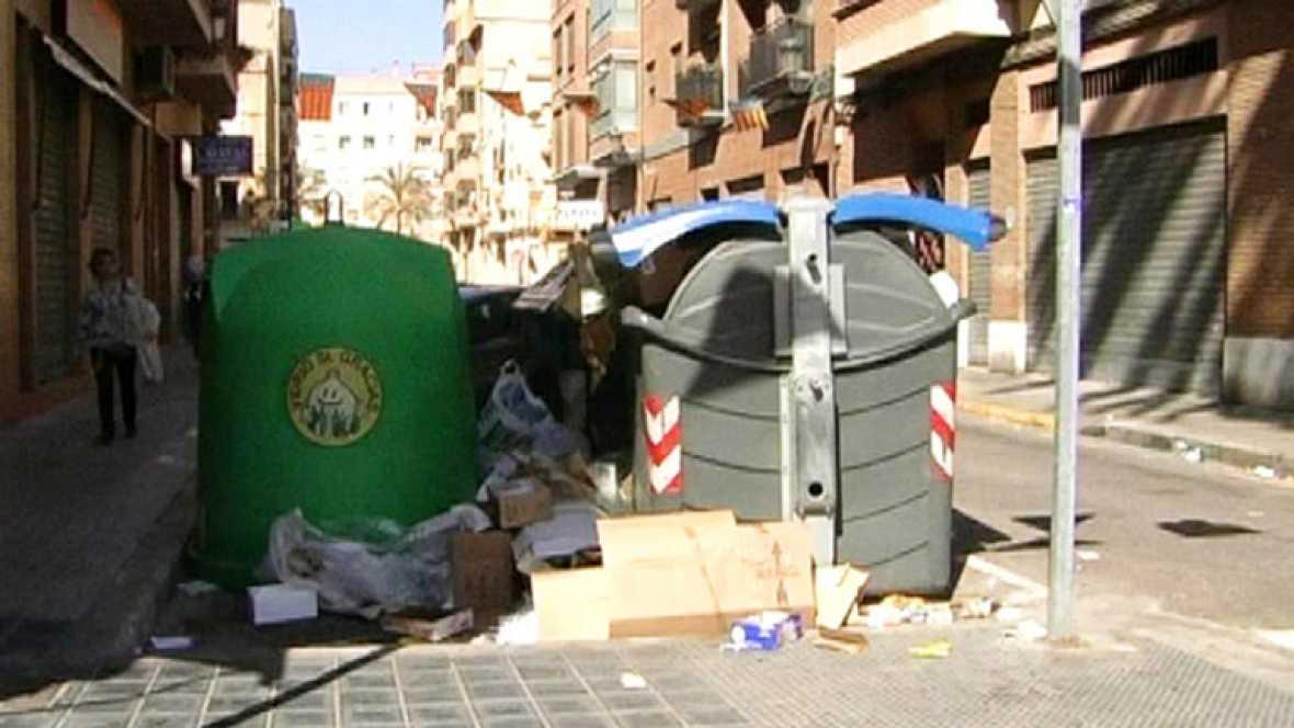 Comando Actualidad - Recortados - Rodeados de basura