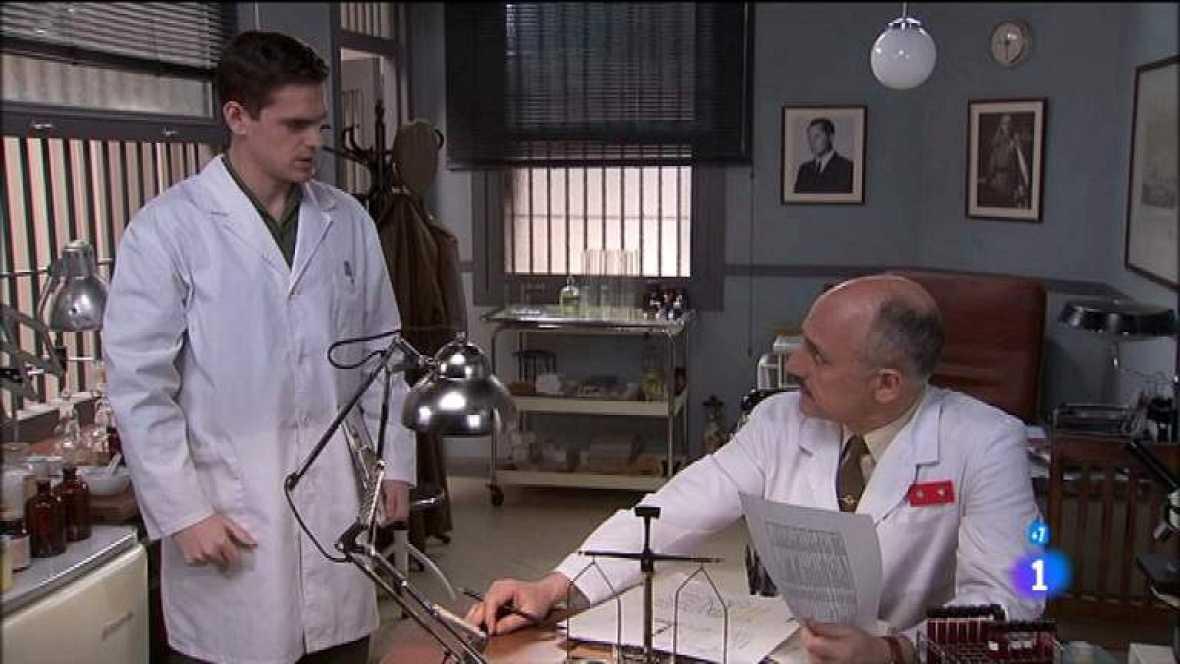 Amar en tiempos revueltos - T7 - Capítulo 158 - Alberto quiere mediar para librar a Miguel de las pruebas médicas - Ver ahora