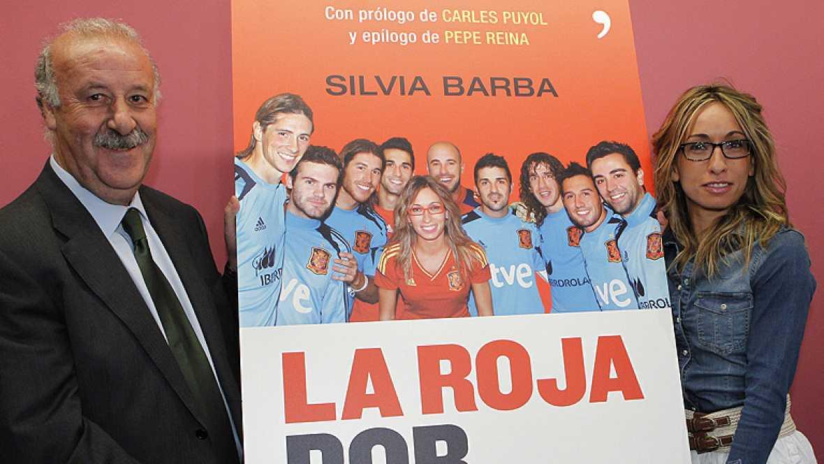 La periodista Silvia Barba ha presentado este lunes 23 de abril en el Museo de  la Selección de la Ciudad del Fútbol 'La Roja por dentro', un libro  que cuenta las anécdotas más personales de todos los integrantes del  combinado nacional, durante sus