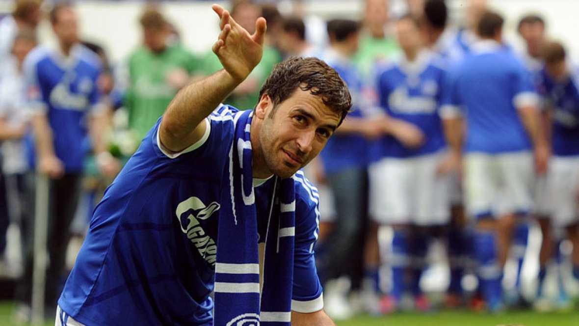 Emotiva despedida de Raúl del Schalke