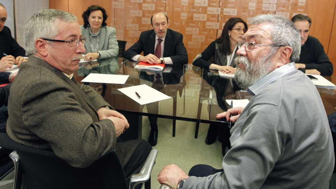 Los sindicatos UGT y CC.OO. se reúnen con IU y con el PSOE