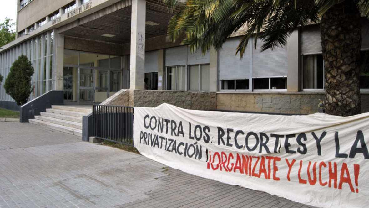 El Gobierno planea recortar el sueldo de los funcionarios que estén de baja