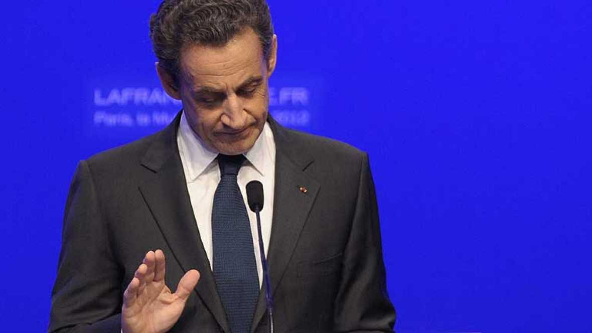 """Sarkozy admite la derrota y desea """"suerte"""" a Hollande"""