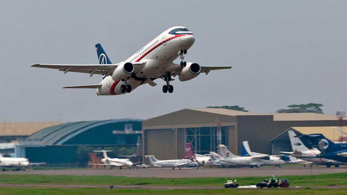 Encuentran restos del avión desaparecido en Indonesia con 46 personas a bordo