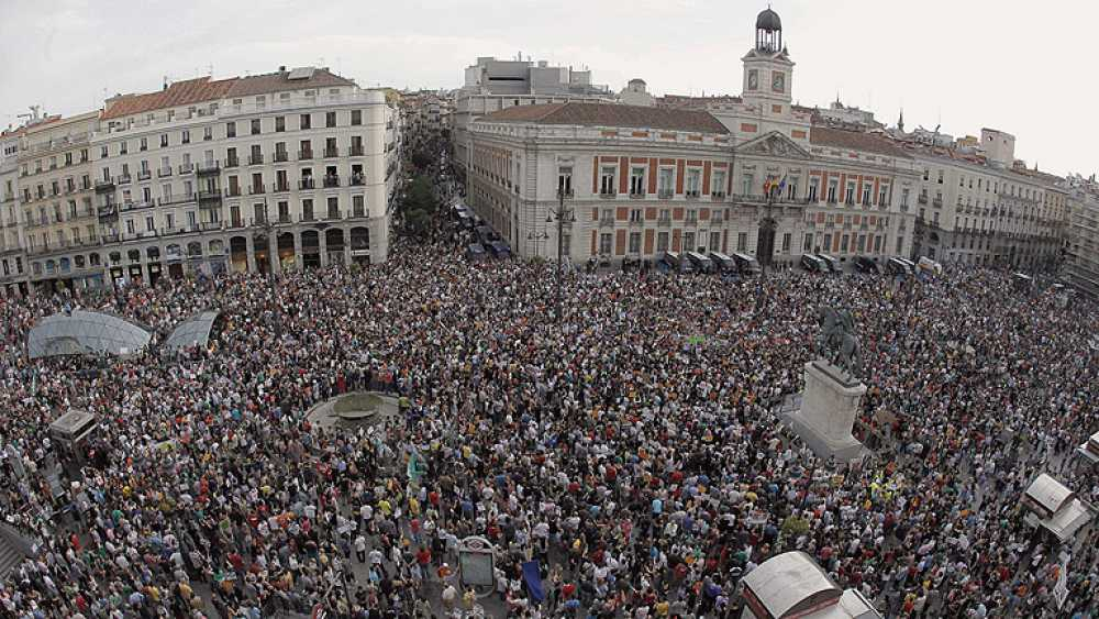 La Puerta del Sol, abarrotada en el primer aniversario del 15M