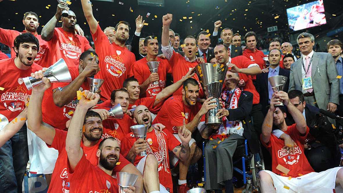 Con una canasta en el último segundo, el Olympiacos griego se ha proclamado campeón de la Euroliga de baloncesto al derrotar al todopoderoso CSKA de Moscú.
