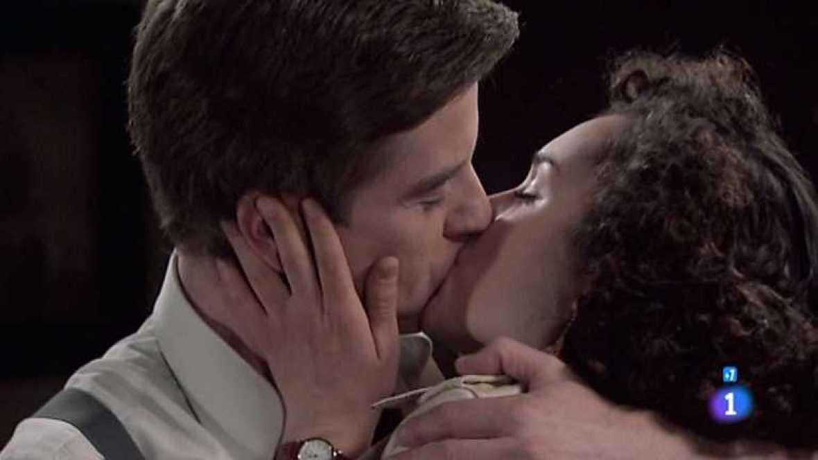 Amar en tiempos revueltos - T7 - Capítulo 174 - Asunción y Héctor tienen un nuevo encuentro amoroso, esta vez parece que hay algo mucho más serio entre ellos - Ver ahora