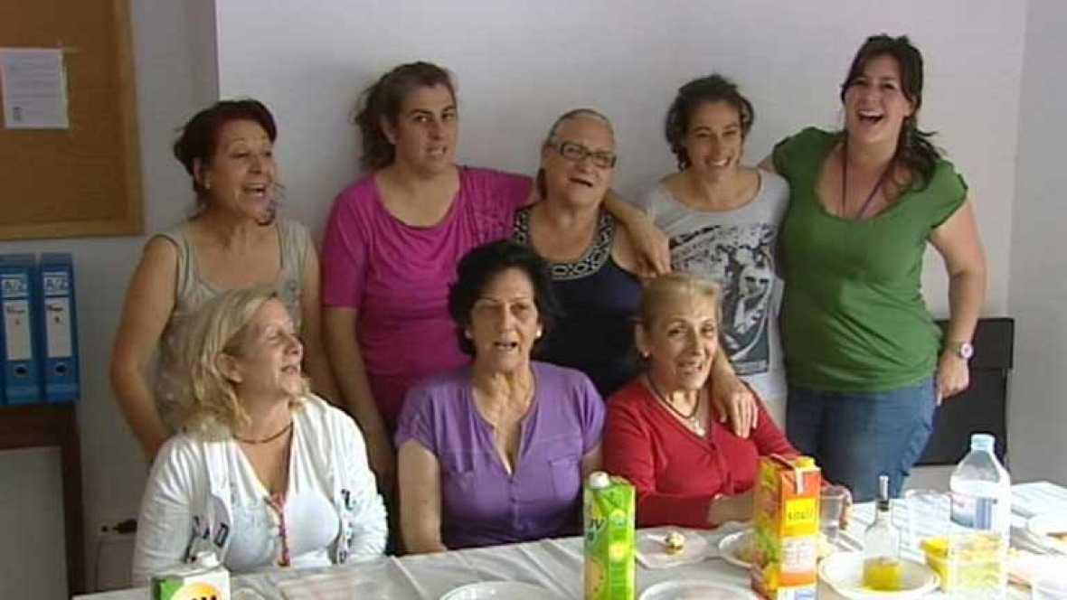 Una treintena de familias desahuciadas ocupan en Sevilla las viviendas de un edificio  vacío desde el 2010