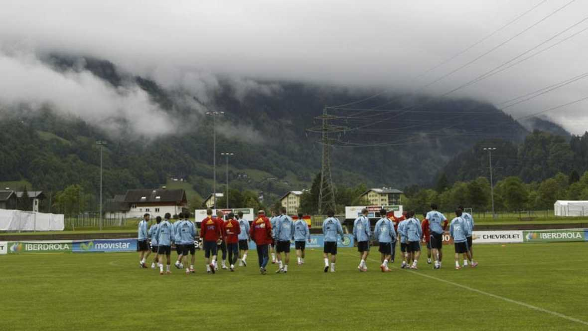 La selección española ya trabaja en Austria y algunos de los presentes en la convocatoria aceleran el ritmo para postularse ante la baja de David Villa.