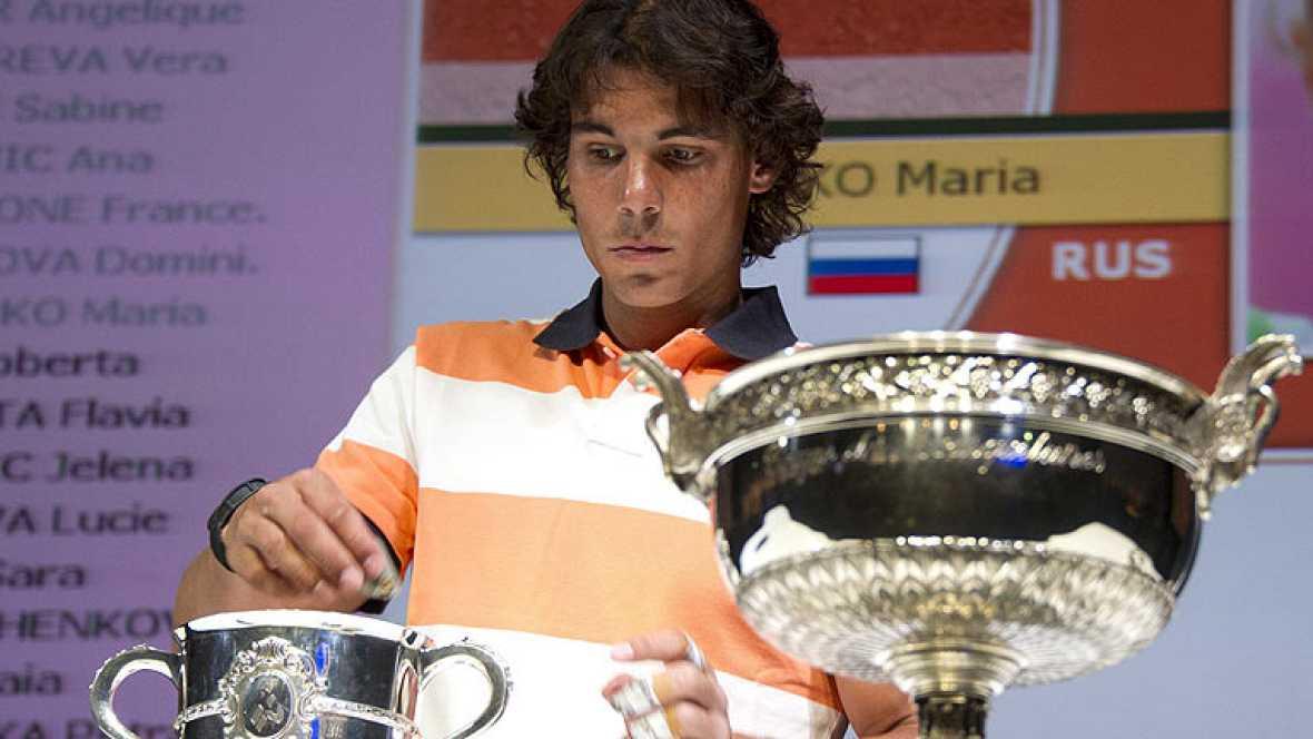 El tenista español Rafa Nadal ha evitado a Federer en el sorteo de Roland Garros, torneo en el que solo se cruzaría con Djokovic en una hipotética final.