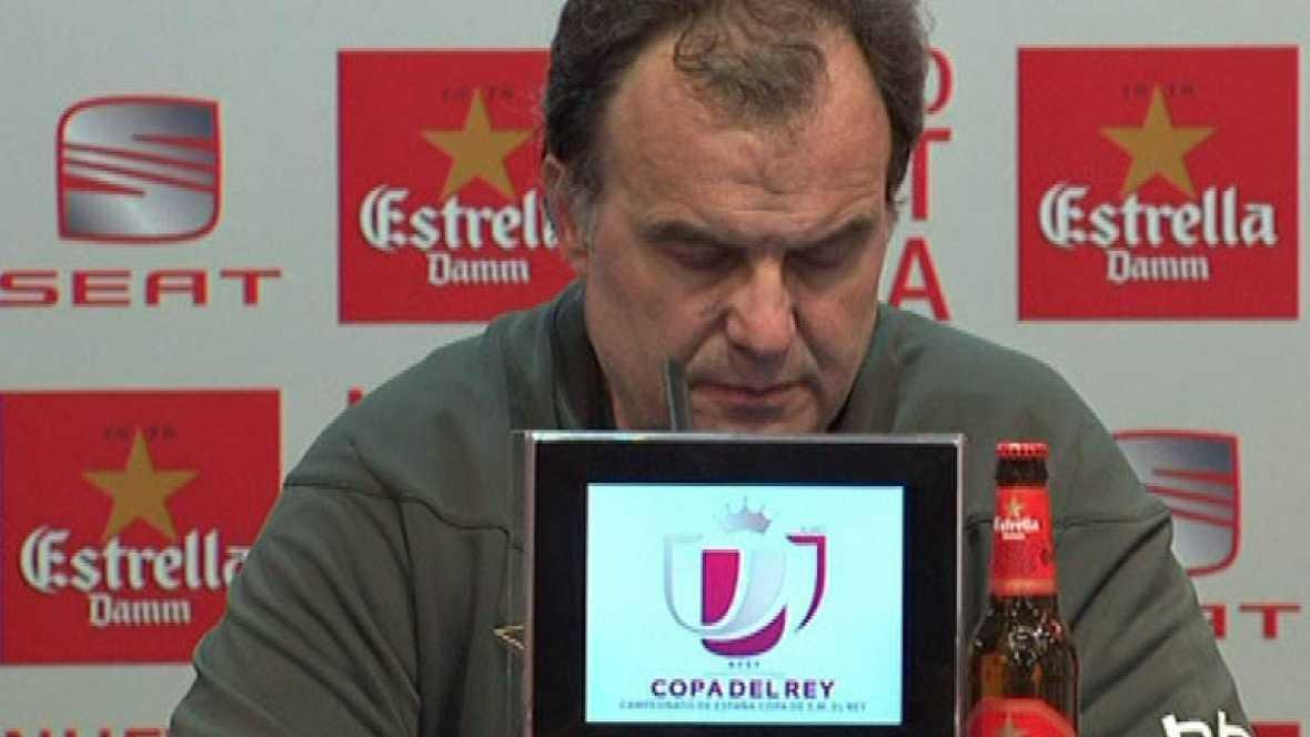 """Después de la derrota en la final de la Copa del Rey ante el FC Barcelona, el entrenador del Athletic Marcelo Bielsa ha asumido la responsabilidad de la derrota. """"Yo asumo que el planteamiento que presentamos no fue el acertado. Me hago cargo de eso."""