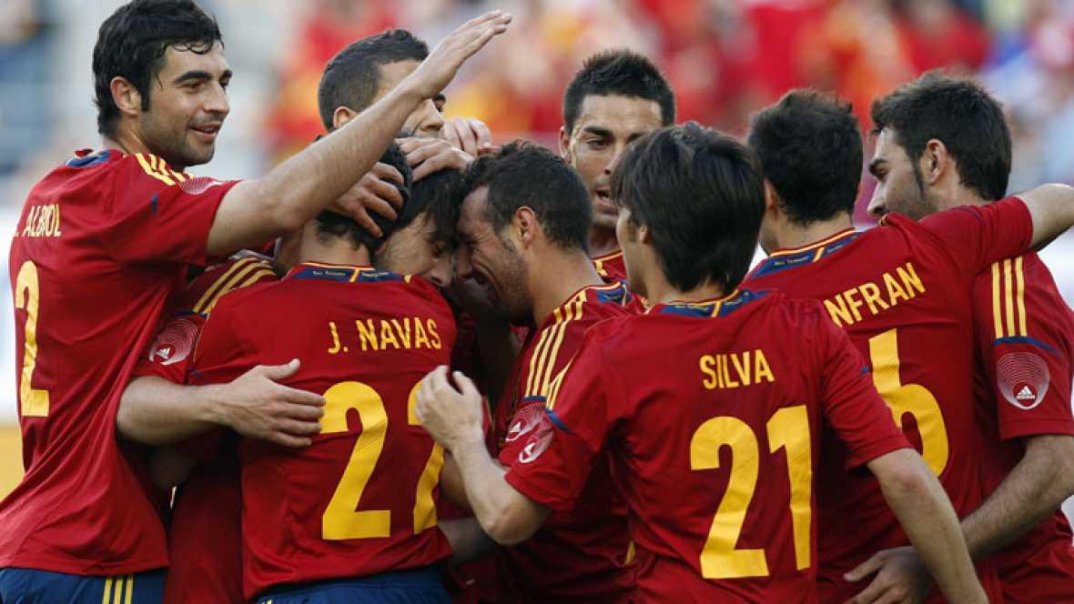 Adrián debuta con gol en la absoluta