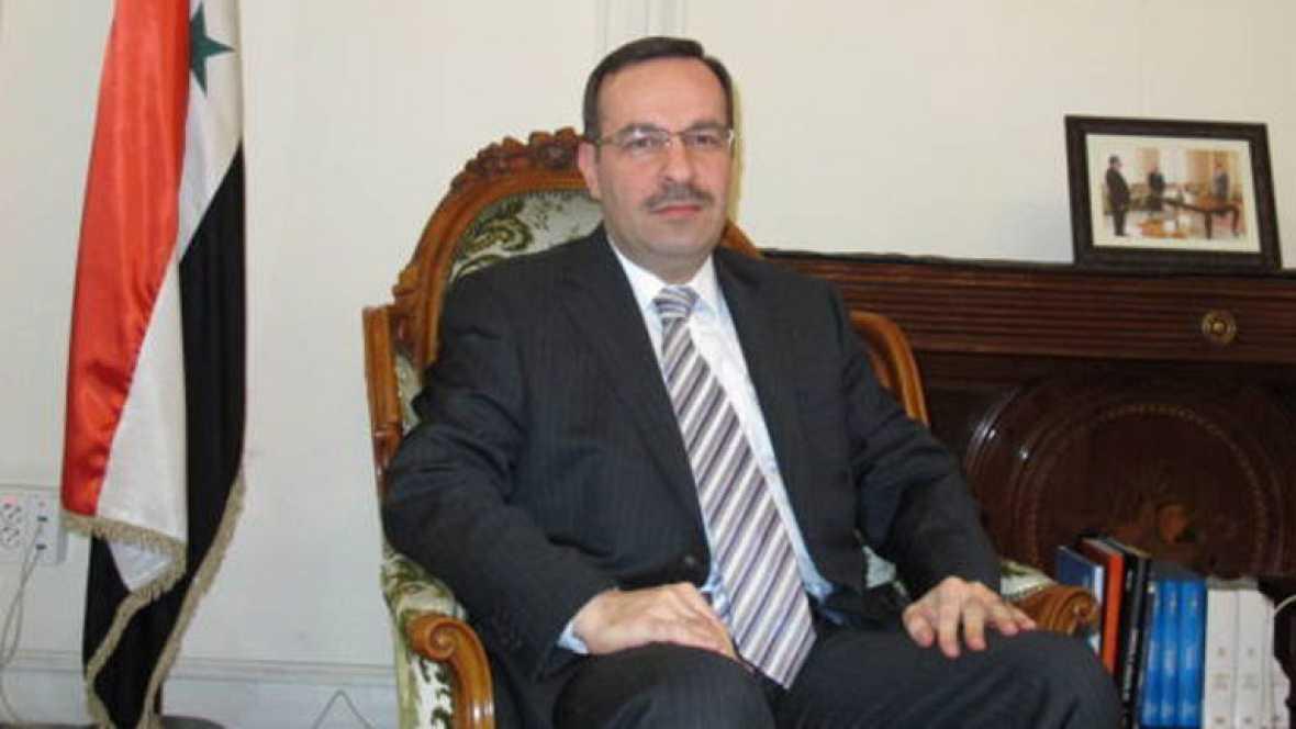 Margallo anuncia en Londres la expulsión del embajador sirio en España
