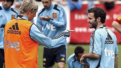 Los jugadores del Chelsea y el portero del Liverpool jugarán en el once titular que Del Bosque alinee en el amistoso de España frente a Corea del Sur, un rival de malos recuerdos para la Roja.