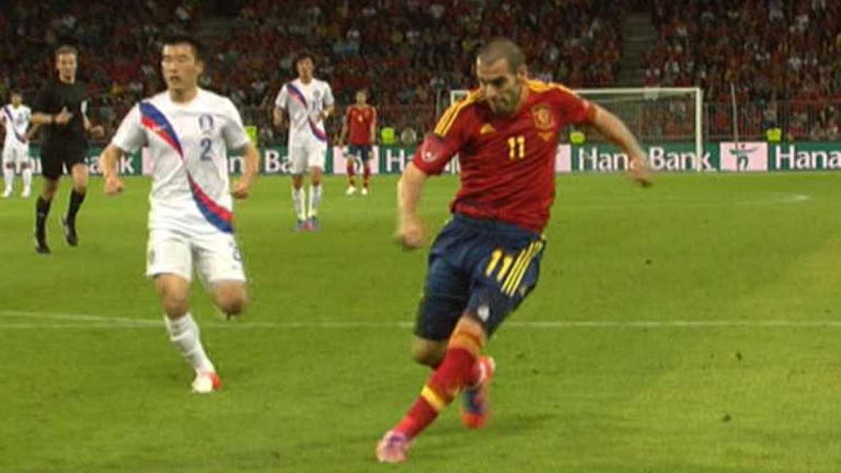 El jugador español Álvaro Negredo ha marcado el 4-1 ante Corea del Sur en el minuto 79, tras aprovechar un gran pase de Roberto Soldado.