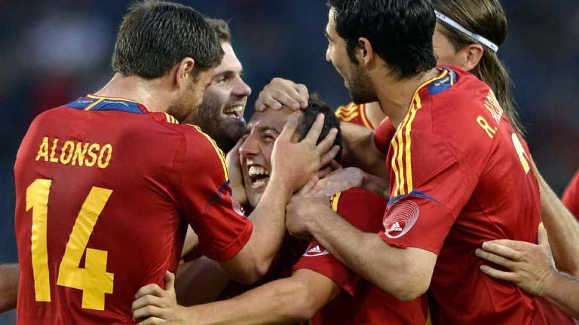España cerró su primera parte de la concentración previa a la Eurocopa 2012, con un nuevo triunfo en su segundo amistoso, 4-1 a Corea del Sur, el día en el que Fernando Torres se reivindicó reencontrándose con el gol en la Roja un año después y Negre