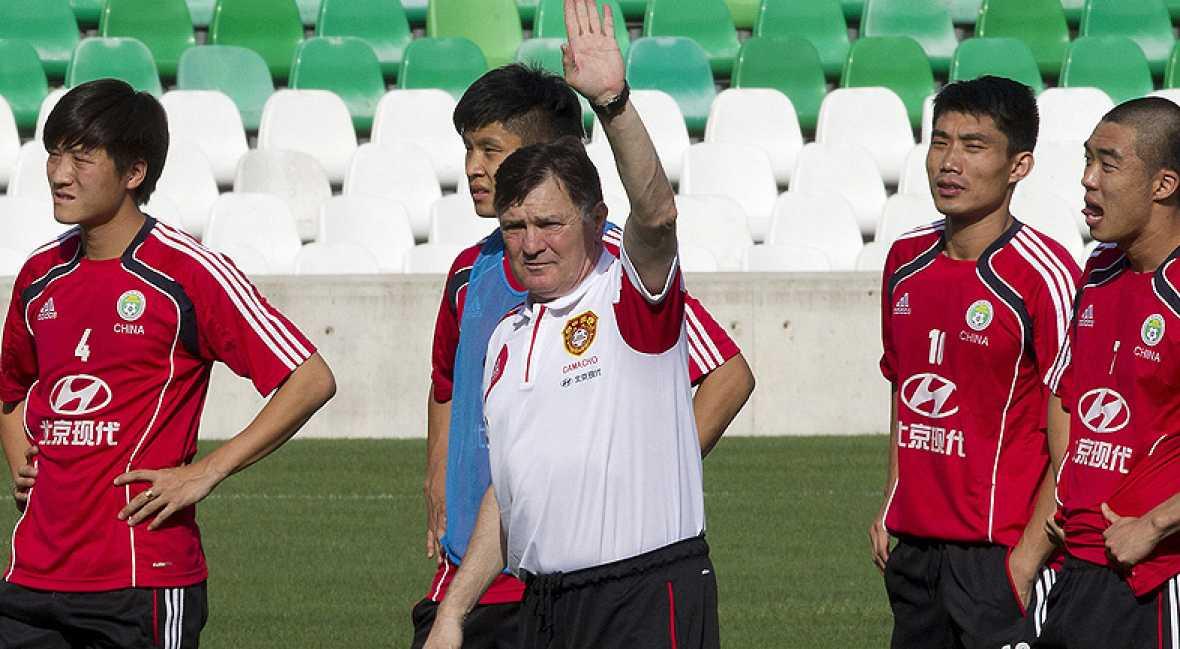 La selección china de José Antonio Camacho se ha entrenado este viernes en el Benito Villamarín para preparar el choque amistoso contra España del próximo domingo.