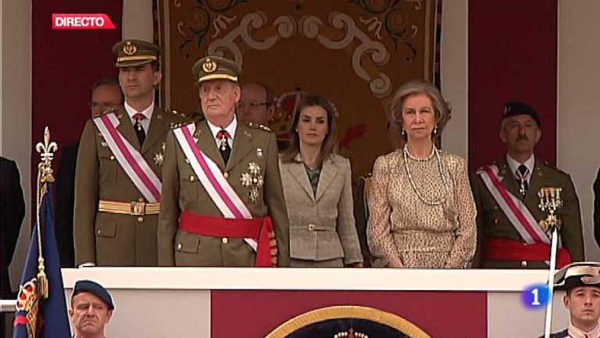 Homenaje a la bandera y a los caidos por España desde la Plaza Mayor de Valladolid.