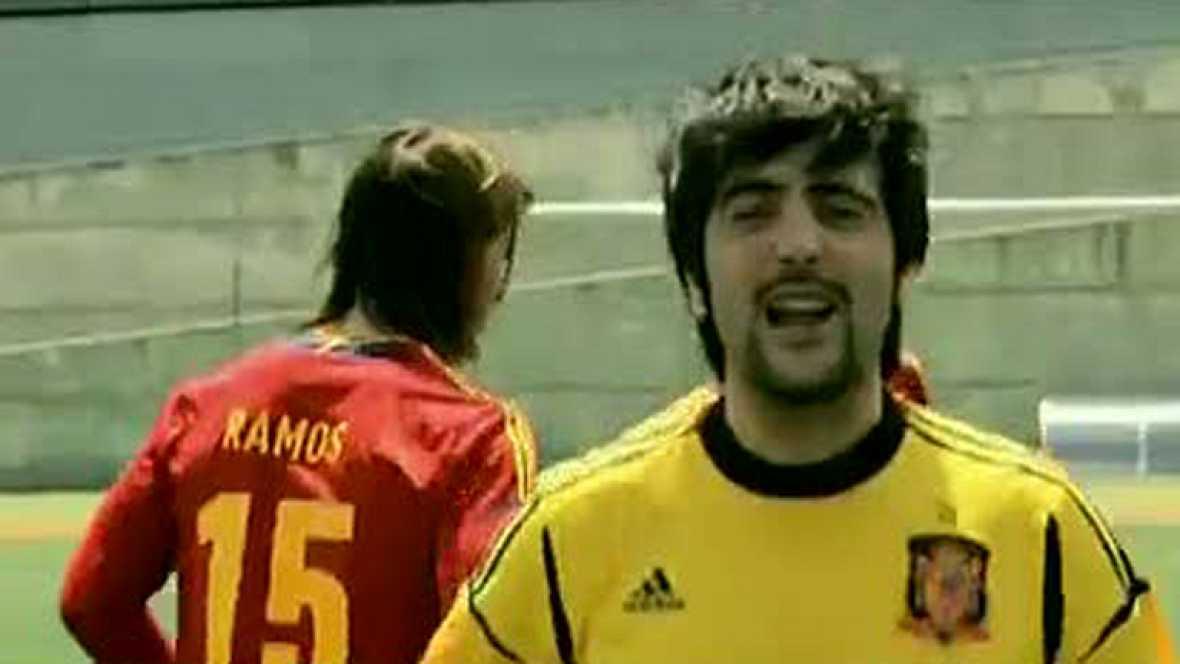 El video 'Showtime 2.0' de Estopa será la canción oficial de apoyo al combinado nacional de fútbol para la Eurocopa. En la grabación se puede apreciar a los hermanos Muñoz entrenando con los miembros de la selección española de fútbol.