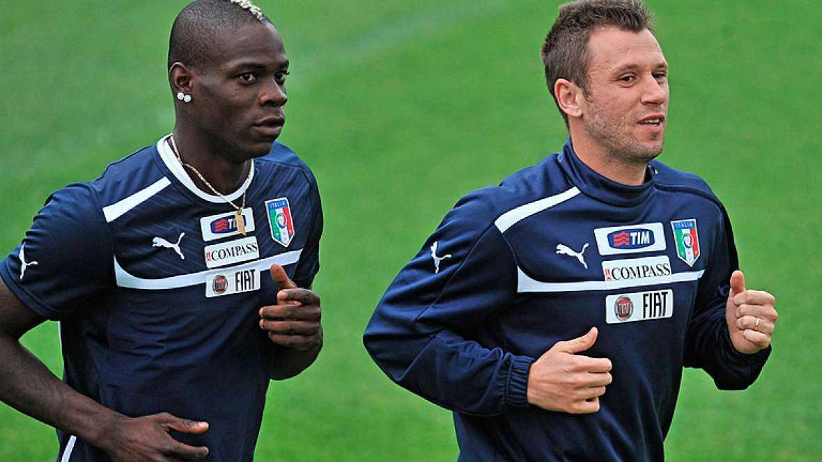 Los contratiempos han nublado la concentración de la selección italiana a cinco días de su debut en la Eurocopa. Tras el escándalo de la corrupción, las lesiones le privarán de Barzagli y mantienen en duda a Balotelli. Otra rival de España, Croacia,