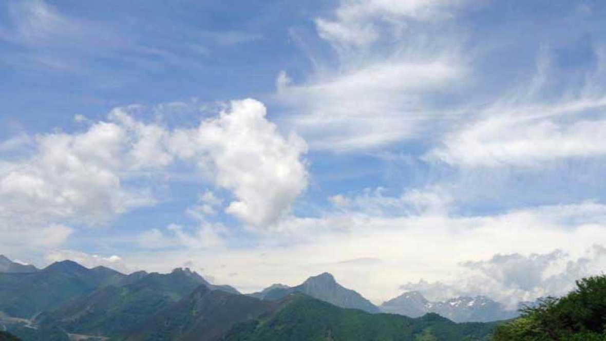 Nuboso con lluvias moderadas en el norte y noroeste peninsular