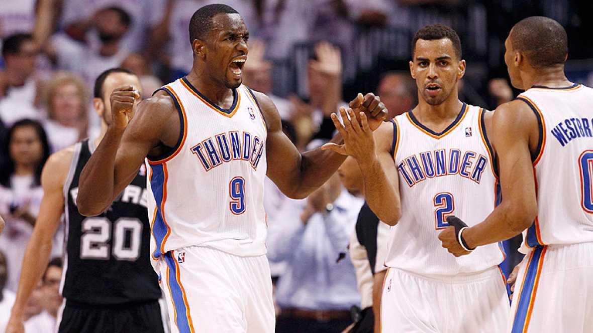 El alero Kevin Durant lideró el ataque arrollador de los Thunder de Oklahoma City que remontaron una desventaja de 18 puntos y vencieron por 107-99 a los Spurs de San Antonio en el sexto partido de las finales de la Conferencia Oeste que ganaron por
