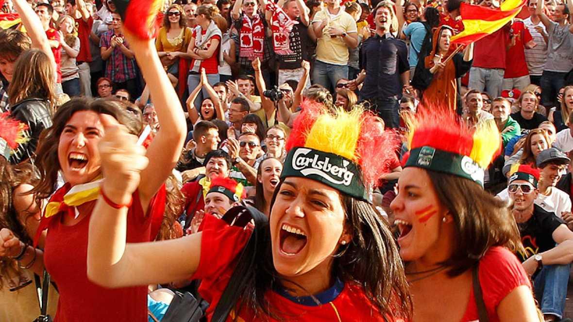 Los aficionados españoles fueron mayoría en el primer partido de la Roja en la Eurocopa 2012 contra Italia, aunque el resultado no les convenció y muchos se fueron decepcionados por no haber conseguido la victoria.