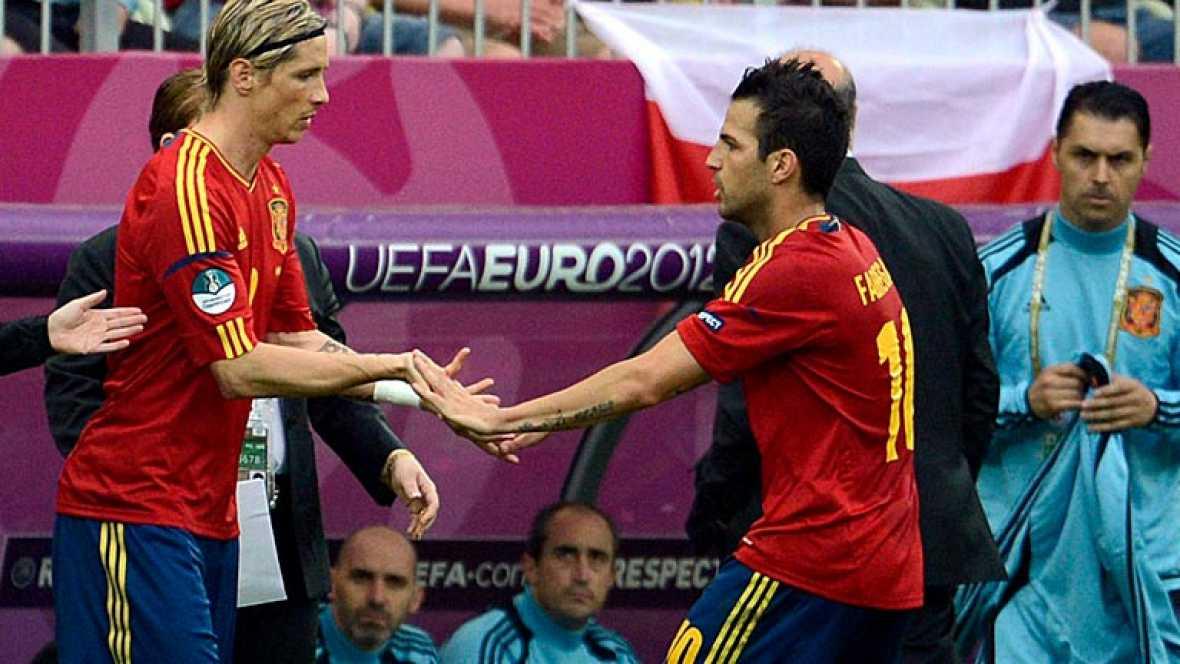 Del Bosque nos sorprendió a todos en el estreno ante Italia. Ni un solo delantero centro en la alineación titular. Prefirió jugar con Cescs de falso extremo como lo hace en el Barça y después, ya conseguido el empate apostó por Torres.