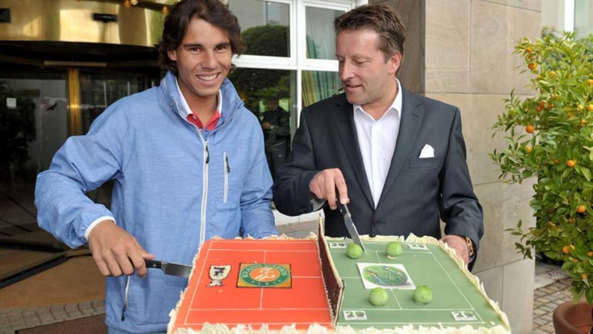 Apenas unas horas tuvo Rafa Nadal para celebrar el séptimo Roland Garros con su familia y amigos. El tenista español ya está en Halle, Alemania, para disputar su siguiente torneo y preparar el de Wimbledon.