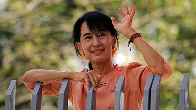 La opositora birmana Aung San Suu Kyi llega a Ginebra para comenzar su gira europea