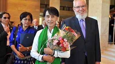 La líder opositora birmana Aung San Suu Kyi  ha sido recibida este jueves en la 101 Conferencia Internacional del Trabajo con gran emotividad, en su primer discurso en Europa tras más de dos décadas de cautiverio en su país.