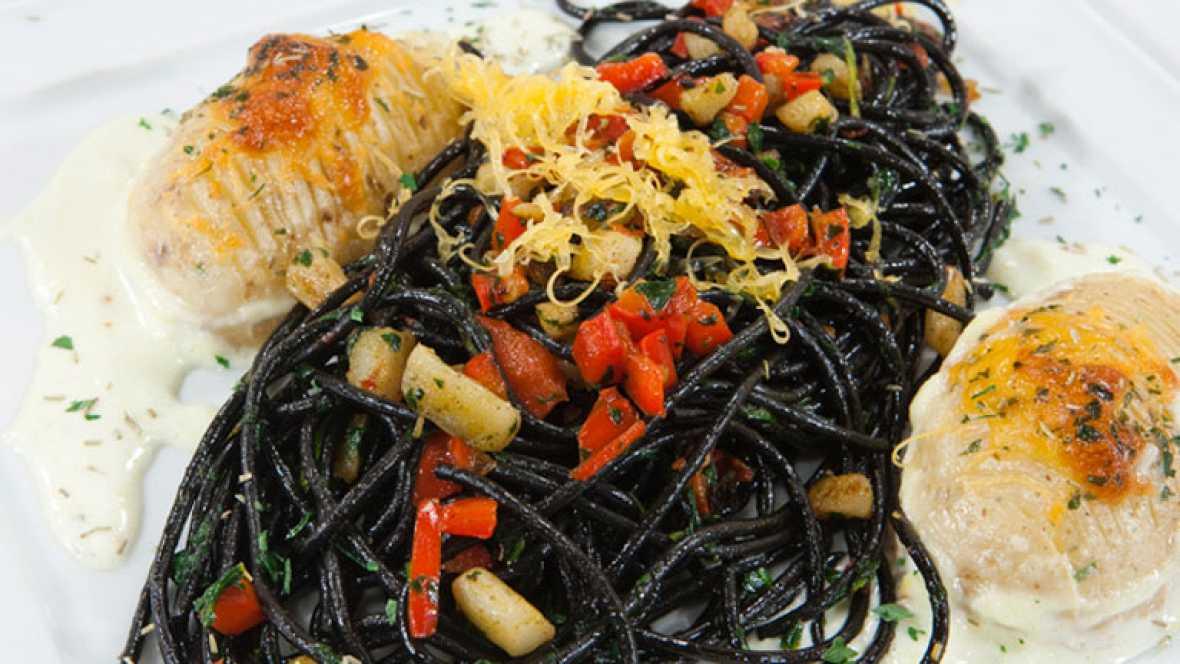 Espaguetis con sepia, espinacas y patatas gratinadas
