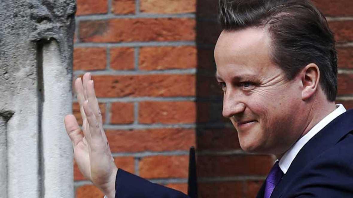 Cameron explica su relación con Murdoch y Rebekah Brooks