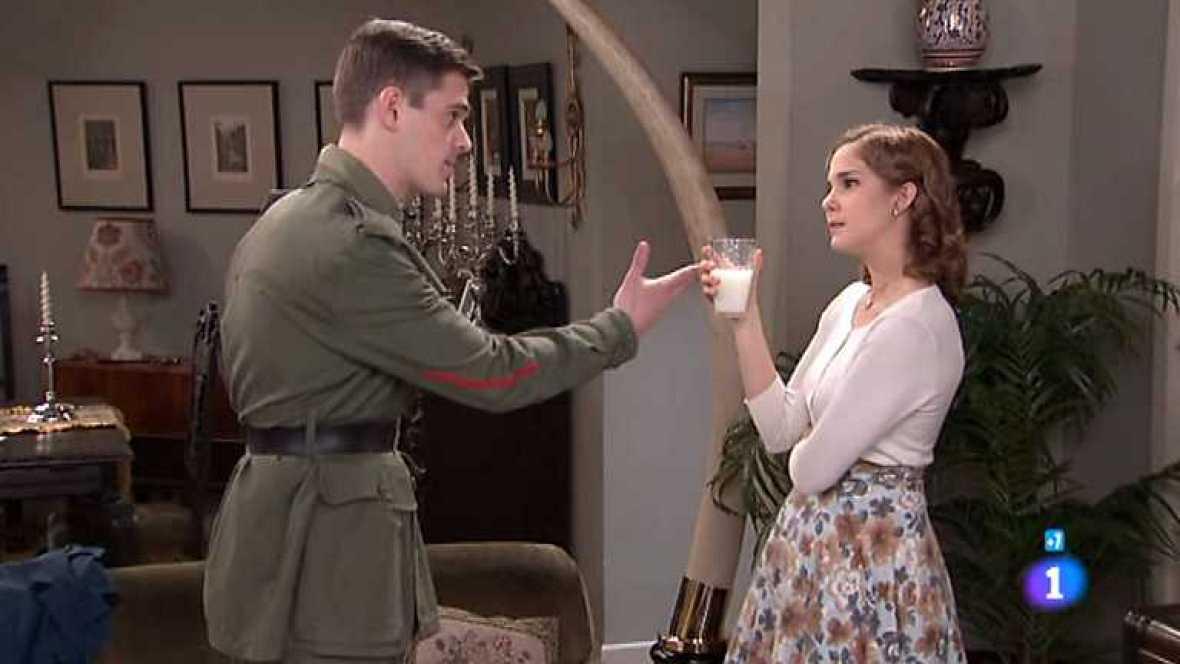 Amar en tiempos revueltos - T7 - Capítulo 197 - Alberto evita que Cecilia beba la leche envenenada - ver ahora