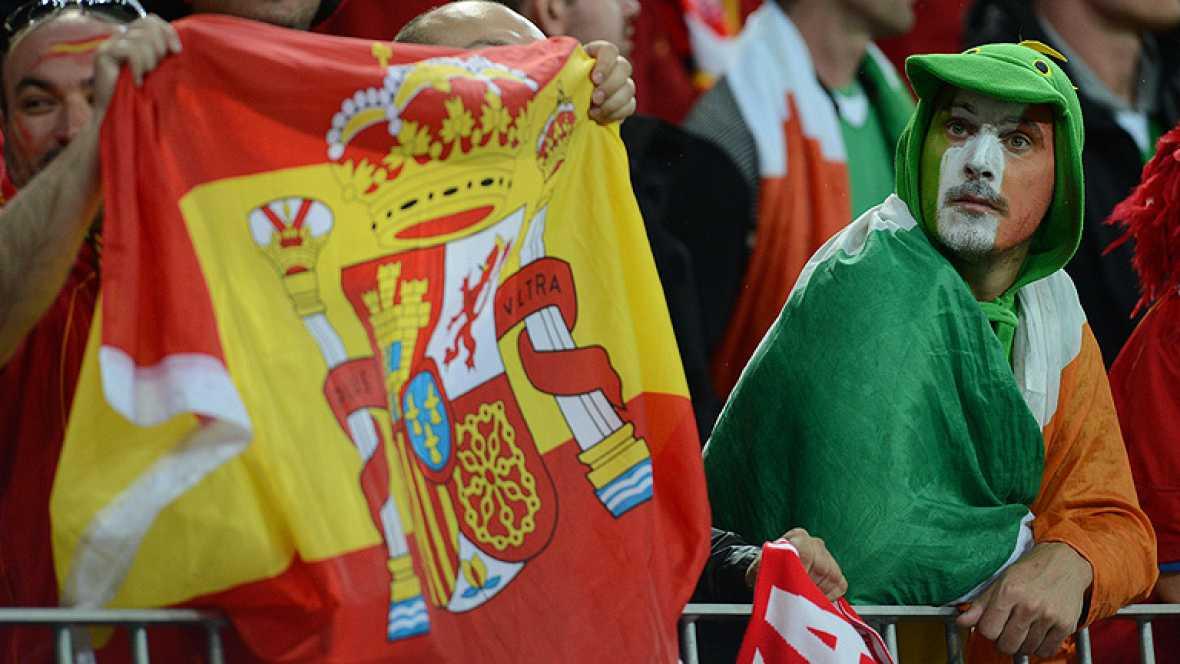 La selección española, campeona de Europa y el mundo, dio un paso al frente en la segunda jornada de la Eurocopa 2012, al golear a una débil Irlanda (4-0), recuperando su brillantez y pegada. Aún así, la afición irlandesa, mayoría en Gdansk, se herma