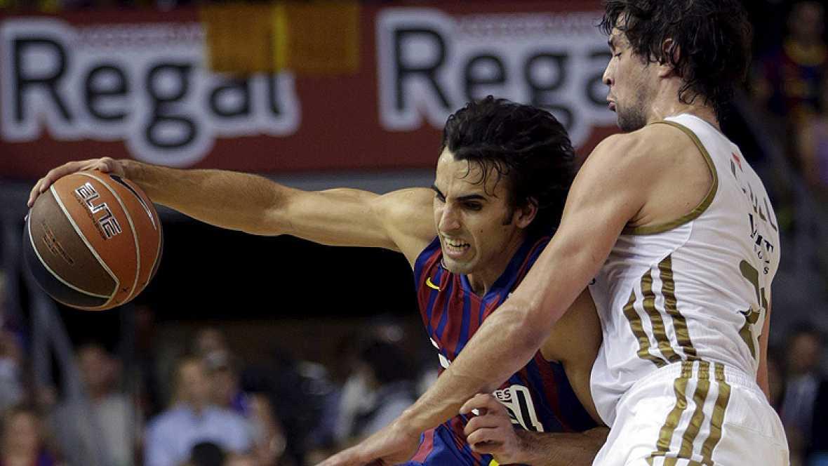 El Barcelona Regal ha revalidado esta tarde el título de Liga al vencer al Real Madrid en el Palau Blaugrana (73-69) en el quinto partido de la final, y ya suma diecisiete entorchados en esta competición, catorce de ellos en la 'era ACB'.