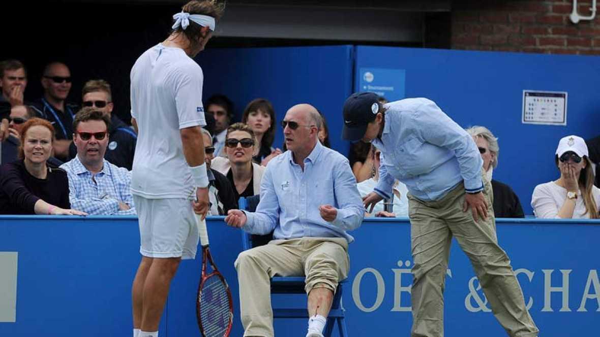 Nalbandian podrá jugar en Wimbledon y en los Juegos, la Atp le ha sancionado sólo economicamente. 10.000 euros de multa además de los 40.000 que no percibirá por haber jugado la final del torneo de Queens. La pataleta le va a salir cara. Iincluso Sco