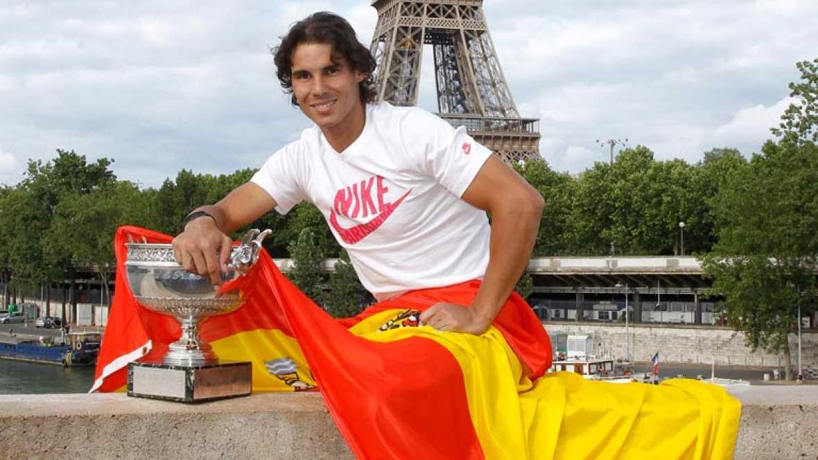 El tenista Rafael Nadal, actual número dos de la clasificación mundial, será el abanderado español en la ceremonia de inauguración de los Juegos Olímpicos de Londres, el próximo 27 de julio. La junta de federaciones olímpicas ha aprobado por unanimid