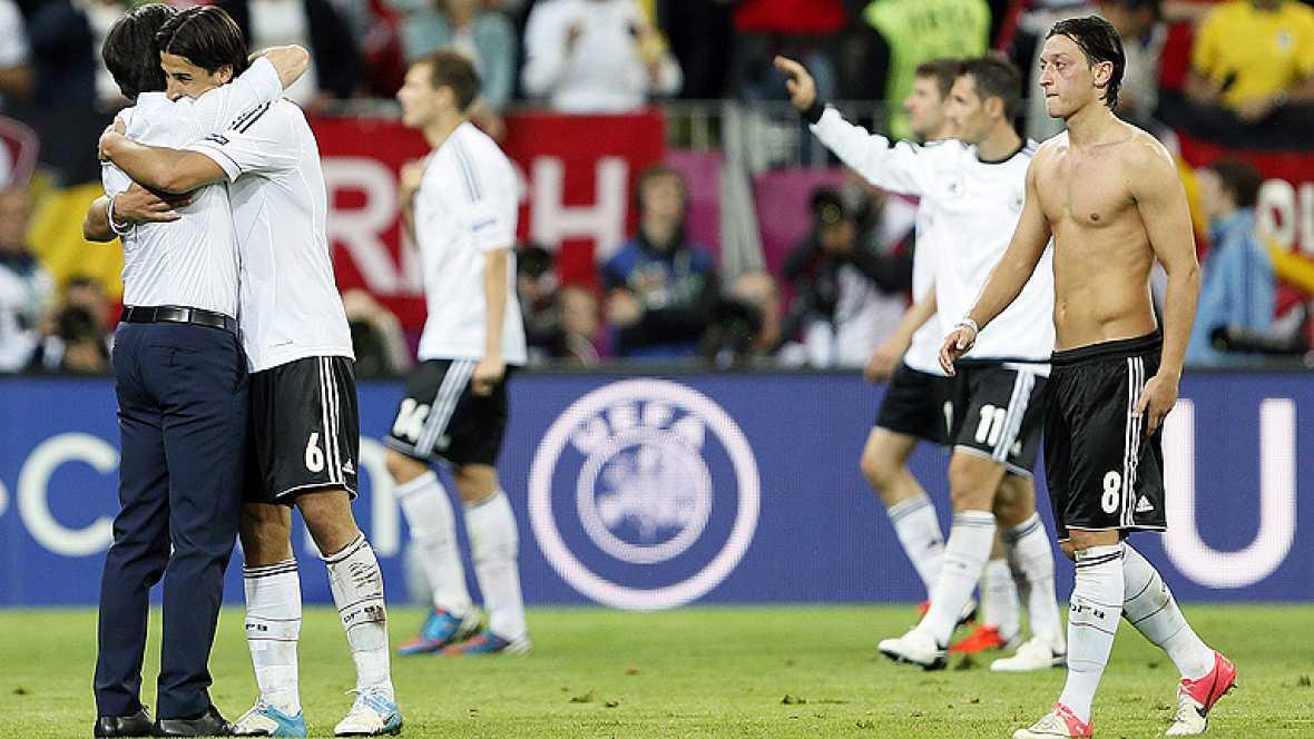 """Mesut Özil ha ratificado las palabras de su capitán Lahm quien en rueda de prensa aseguró que la selección española, a quien podrían enfrentarse en la final de la Eurocopa, es la """"máxima favorita"""" para ganar el título."""