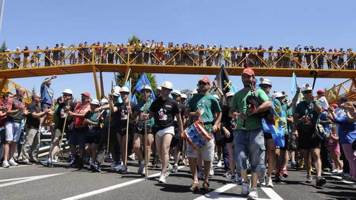 Mineros leoneses y asturianos marchan juntos hacia Madrid