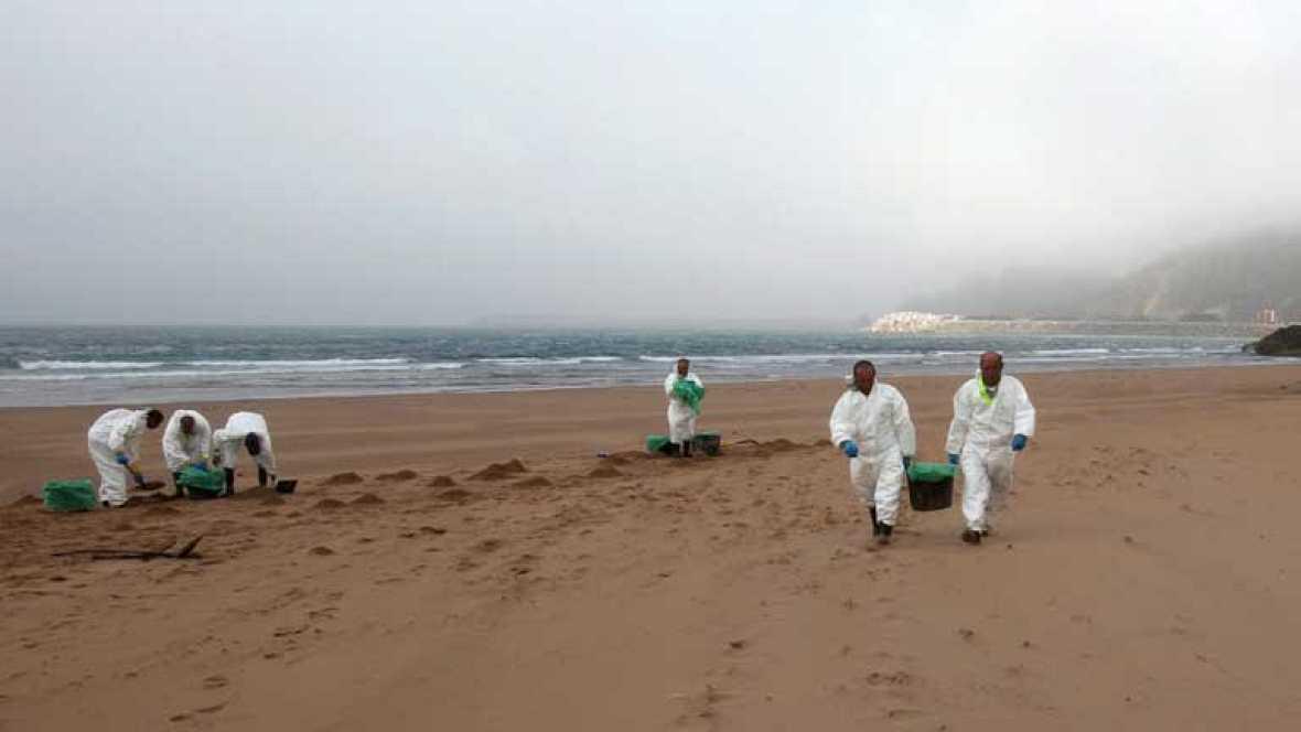 Varias playas obligadas a cerrar por los vertidos en Asturias