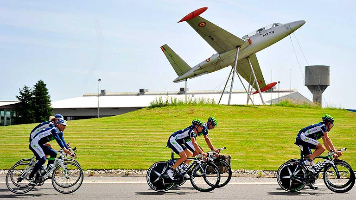 La 99 edición del Tour de Francia se lanza este sábado en Lieja con dos favoritos que arrasan en las apuestas, el australiano Cadel Evans (BMC), defensor del título, y el británico Bradley Wiggins (Sky), con ocho triunfos en la temporada y llamado a