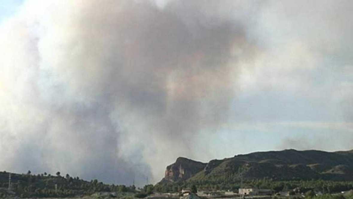 Más de 8.000 hectáreas quemadas y 200 personas desalojadas en un incendio en Murcia y Albacete