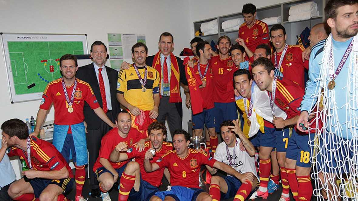 El presidente del Gobierno español, Mariano Rajoy, destacó en Kiev la importancia del papel realizado por la selección española, que ha conquistado un nuevo título al vencer (4-0) a Italia en la final de la Eurocopa 2012, con el que han disfrutado mu